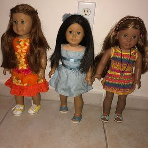 3 American dolls with accessories